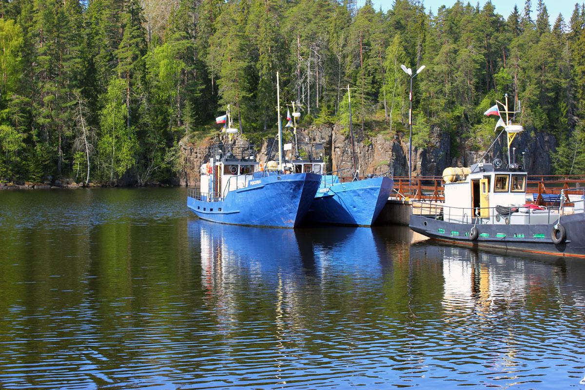 Картинка корабль москва в севастополе останавливаться