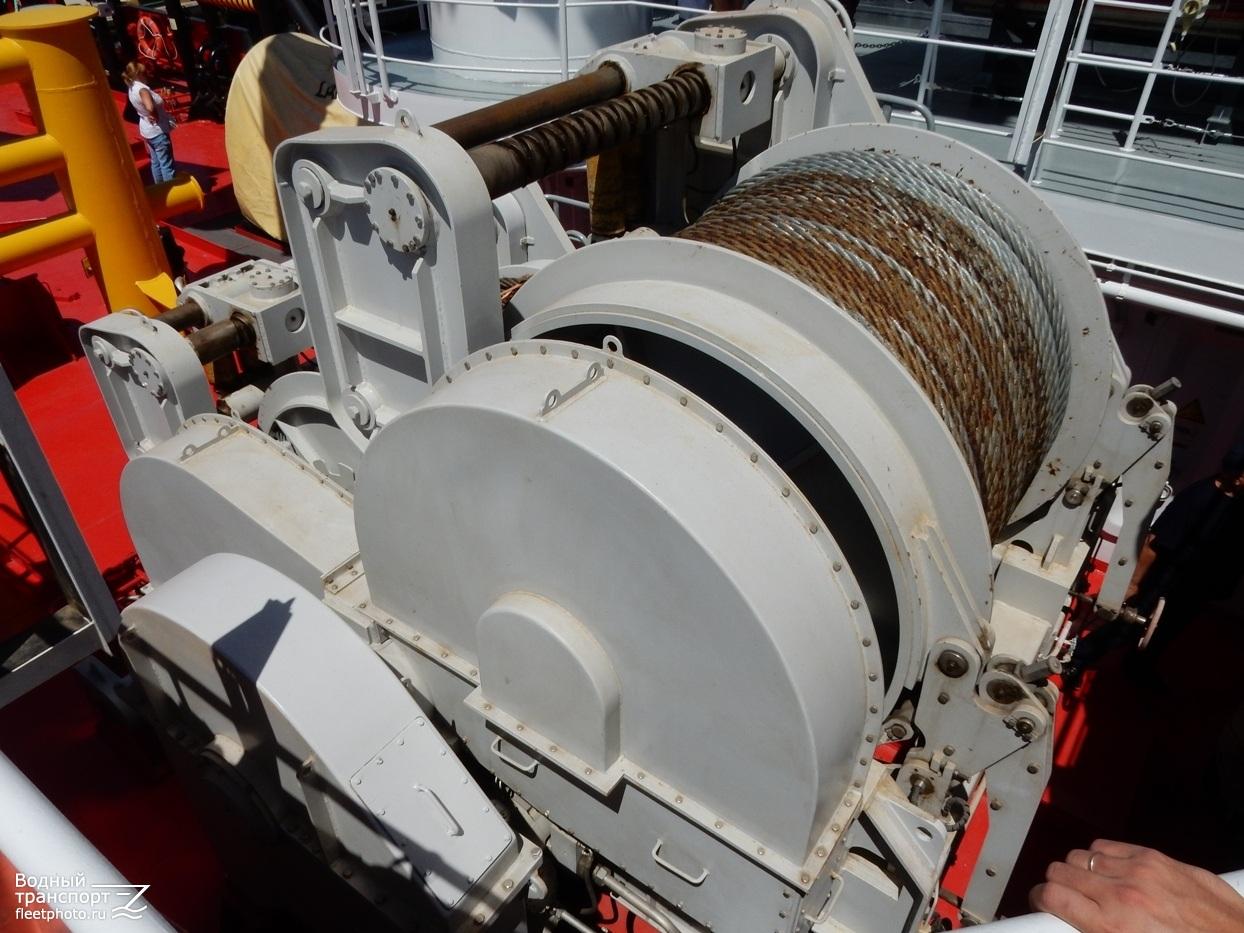 или фото буксирной лебедки на кораблях нашей семье это